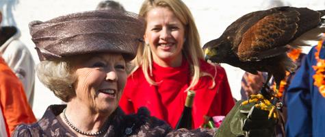 Koningin Beatrix met roofvogel van Birds@Work